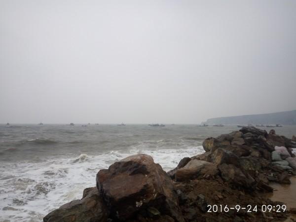 到望海寺海滨,在葫芦岛火车站乘坐3路公交车