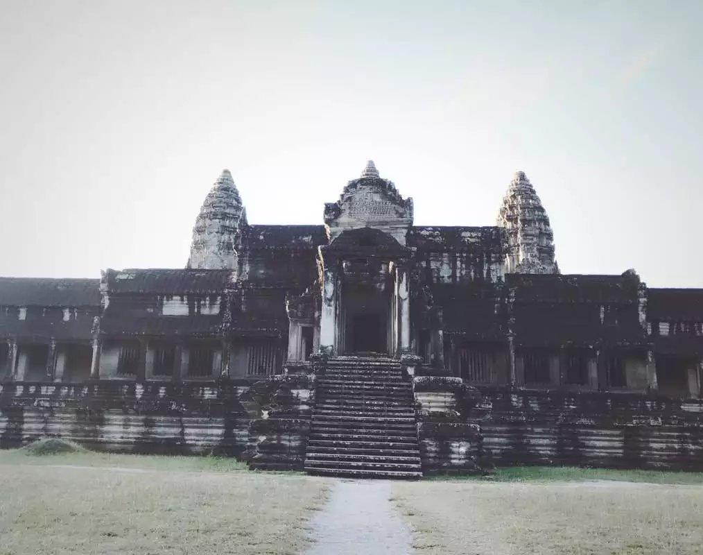 充满神秘而本真的高棉世界