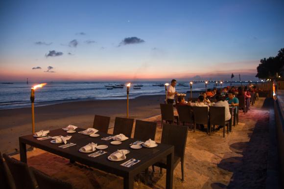 巴厘岛ocenan欧胜娜海景餐厅 金巴兰bbq海鲜烧烤晚餐 海滩落日