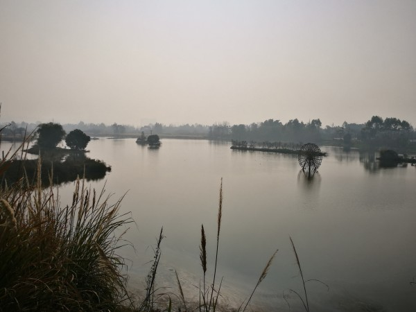 彭山河边风景图片