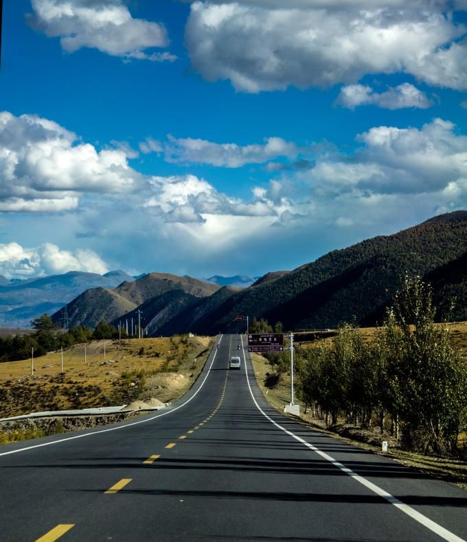都说最美的风景在路上,相信每个人如果驰骋在这样的路段,一定会和我