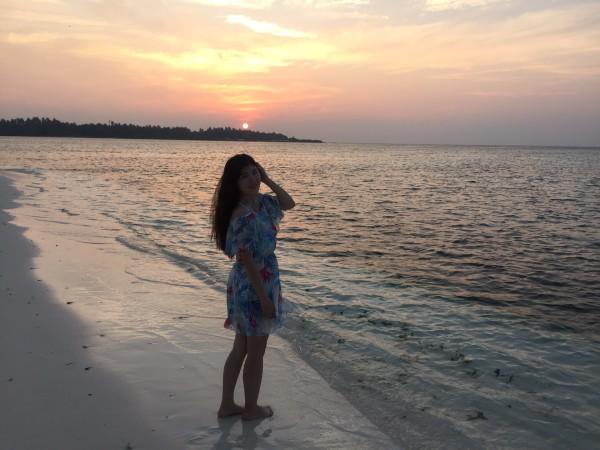 散落在印度洋上的一串珍珠,离天堂最近的地方,借用麻袋的广告语,如果你这辈子有许多次出国的机会你要来马尔代夫,如果你这辈子只有一次出国的机会你一定要来马尔代夫。   2016年11月30号乘坐大韩航空「空姐很美,飞机很大,服务很好」,从天津滨海国际机场出发,到