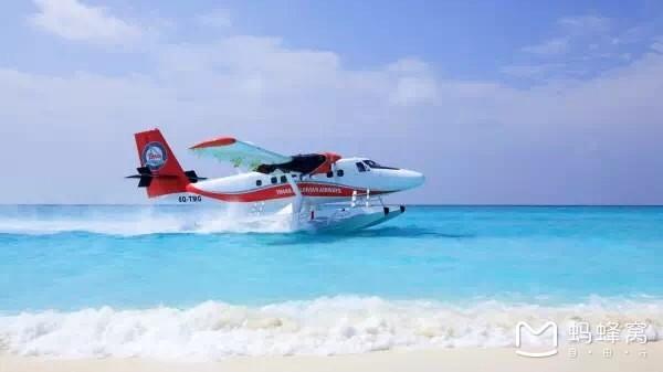 那么马尔代夫水上飞机承载的空中之旅是一生必须要去体验的美景之一.