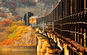 【门头沟图片】门头沟落坡岭--火车穿过水库的秋天(火车主题系列一)
