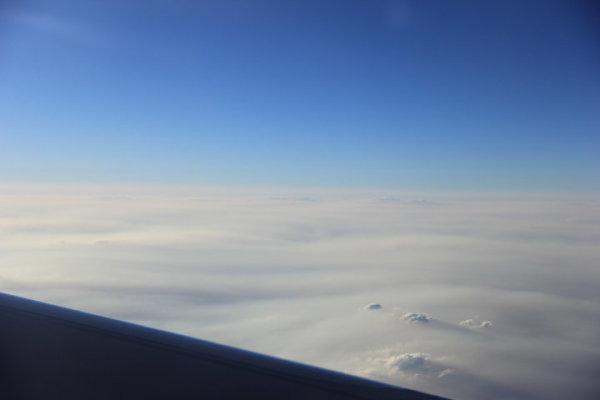 回国的飞机上,亚航的飞机座位空间真的太窄