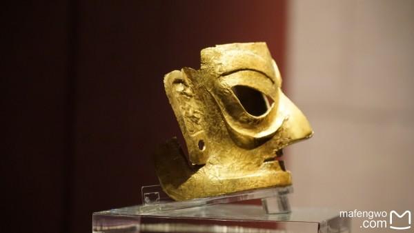 面具是巫师与神灵沟通的工具 有祈福迎祥 驱鬼除神的作用   我有一种真是到了猴年的即视感   今天也是很重要的一天,来到   成都   要充分感受什么是闲,看功夫熊猫3,在   成都   遗址博物馆,这里真是值得一看,金面具、太阳神鸟做工很精致.