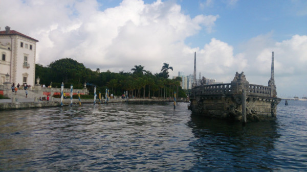 欧式喷泉和雕塑点缀其中