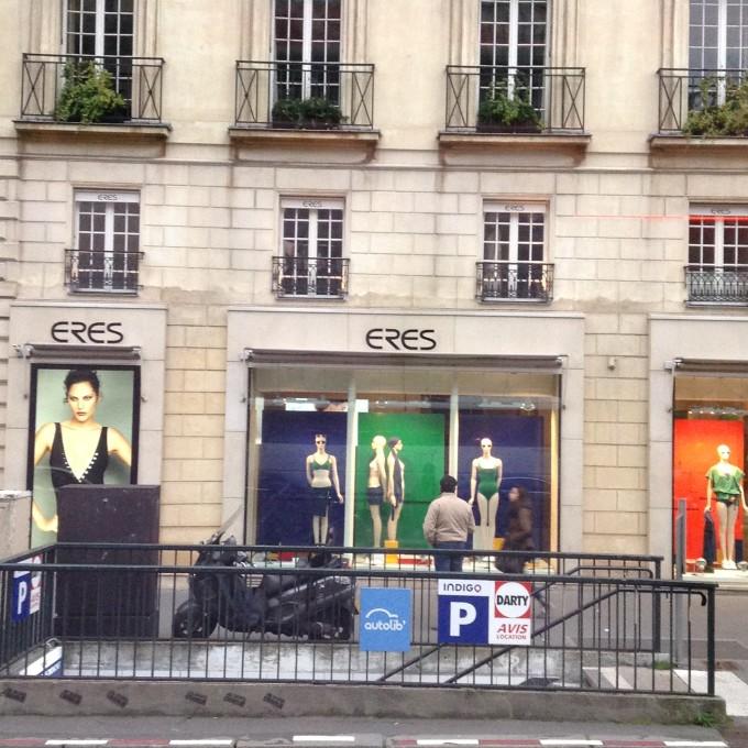 巴黎春天,老佛爷,,逛商场,购物.难得来巴黎,  大家也没意见.