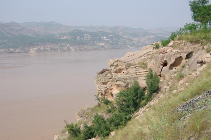 黄河百里水蚀浮雕核心位于晋陕黄河大峡谷碛口段,是世界上珍贵的自然
