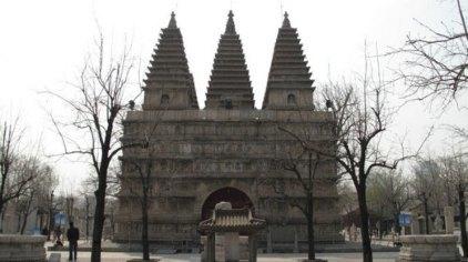 呼和浩特五塔寺位于内蒙古呼和浩特市旧城东南部