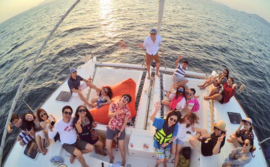 泰国普吉岛双体奢华帆船一日游(蜜月岛 珊瑚岛 独家包船 追海豚 赠送