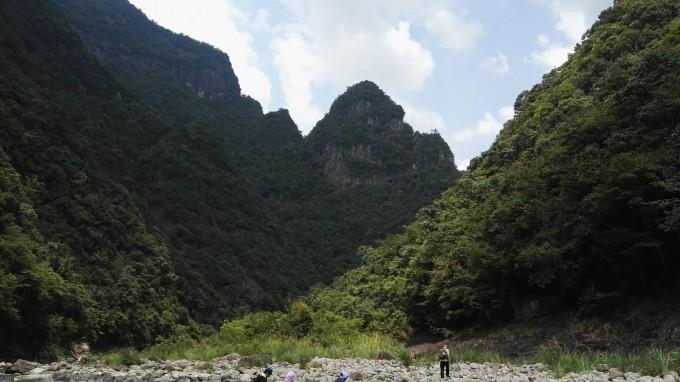 车送我们到这里后返回县城,下午往千峡湖方向到渤海镇林圩村等候我们.