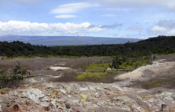 """viewpoint,这个火山口有个很有趣的名字,叫""""哈雷冒冒""""."""