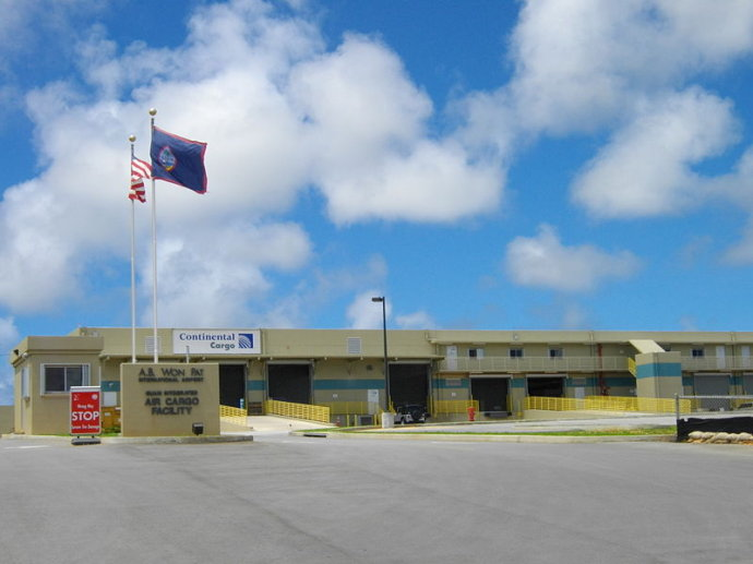 关岛是座以观光旅游著称于世的渡假胜地,也是美国位于西太平洋最主要的堡垒。而名为Guam International Airport的关岛国际机场不但是游客造访本地的门户,同时也是美军位于西太平洋的空军基地;现在并且是大陆航空子公司-密克罗尼西亚航空的总部。海拔...